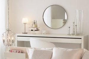 Gương kính trang điểm